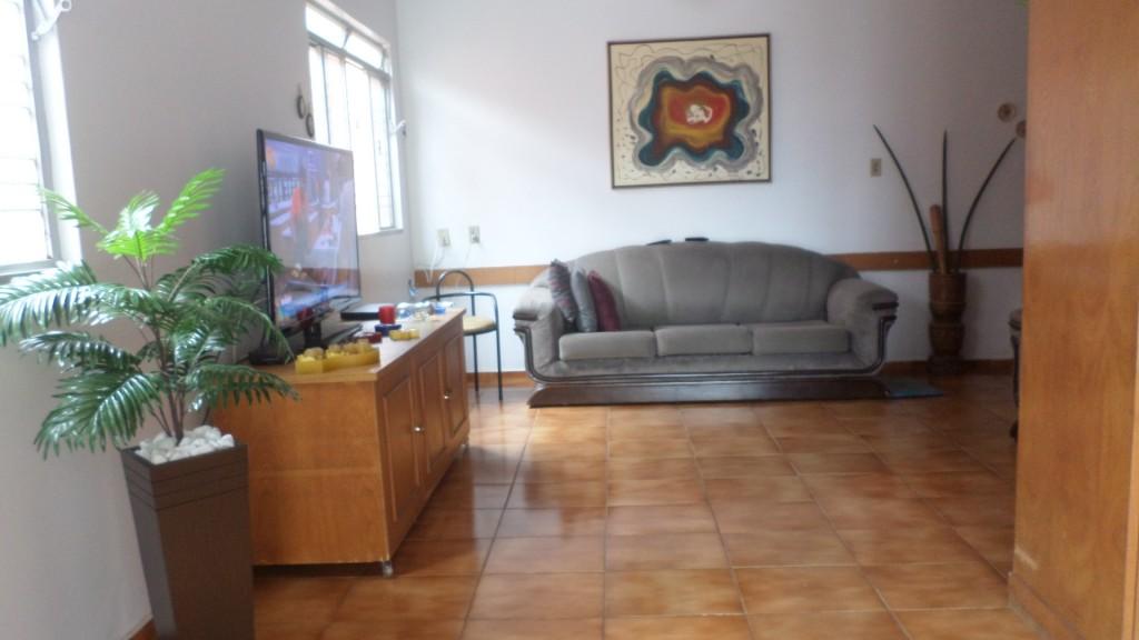 Casa de 4 dormitórios à venda em St Leste Universitar, Goiania - GO