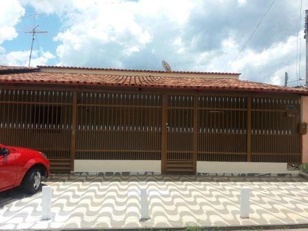 Casa para Aluguel 165 m²  com 3 quartos