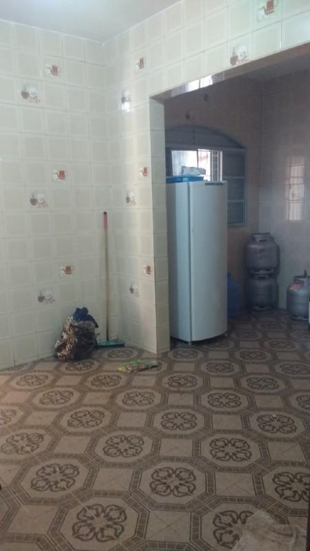 Casa para Aluguel 190 m²  com 4 quartos