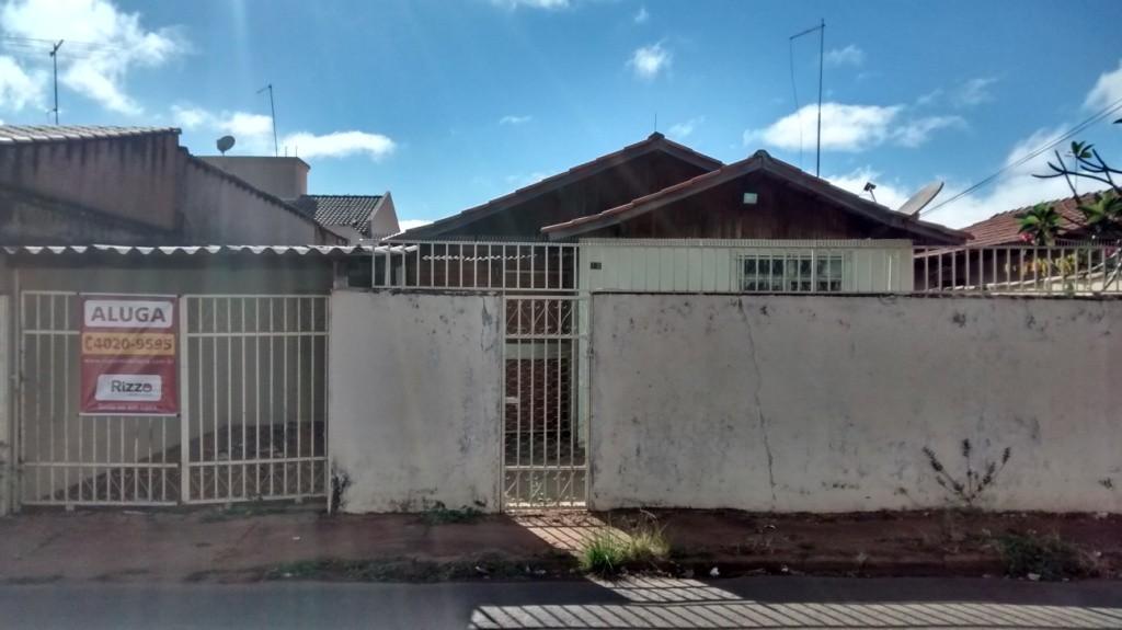 Casa com quartos para Alugar, 80 m²