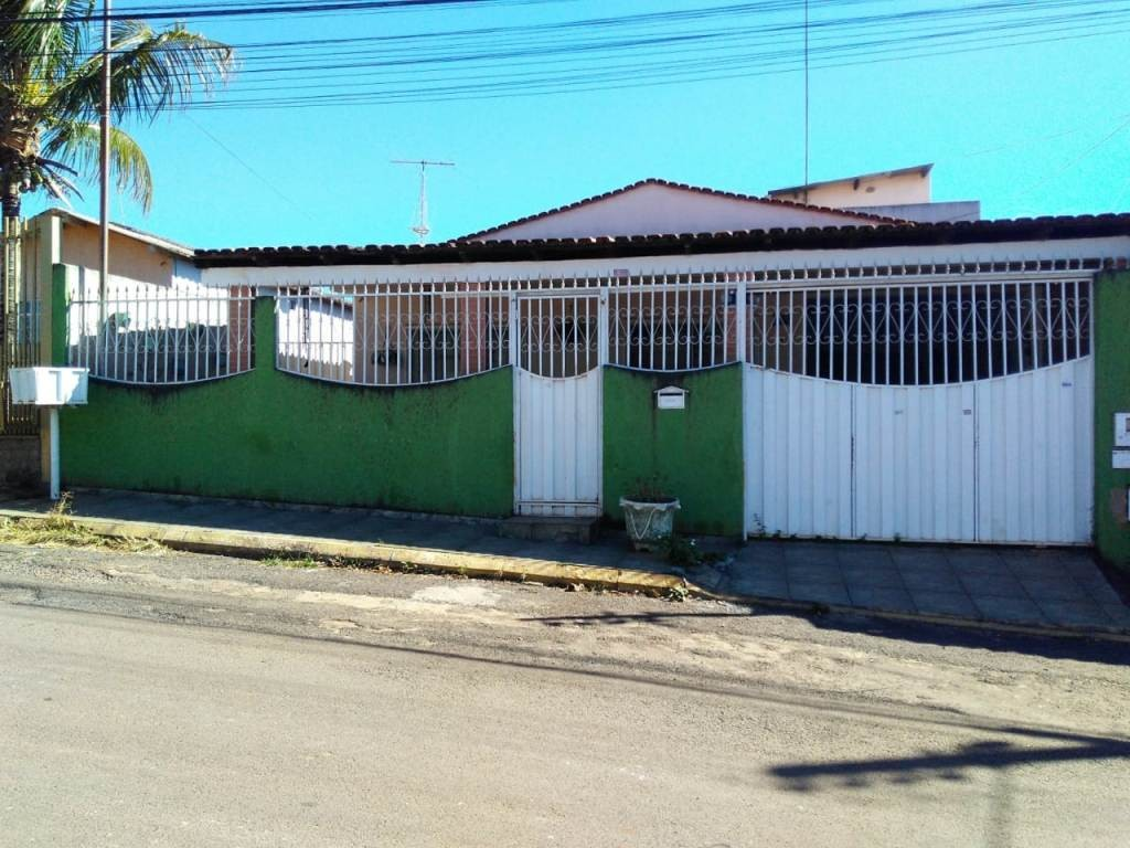 Casa com quartos para Alugar, 144 m²